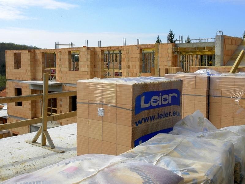 Будівництво з керамічного блоку Леєр